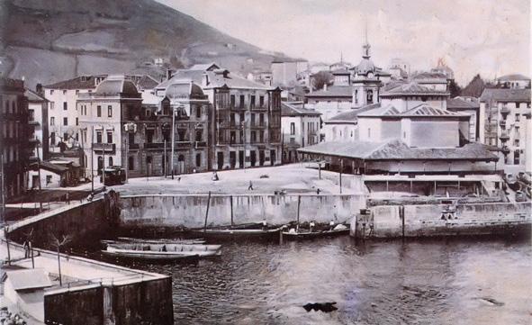 puerto antiguo e iglesia