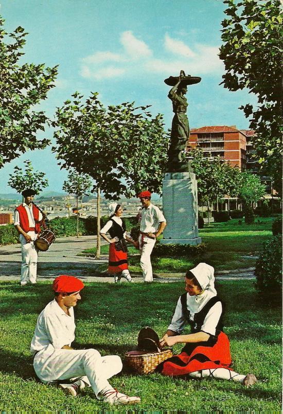 Monumento a la sardinera en Santurtzi-2-1