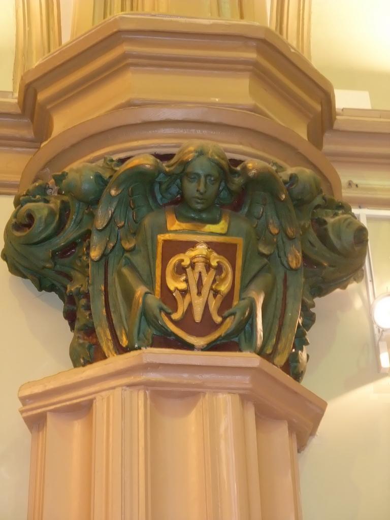 Capitel con ángel en Virgen del Mar