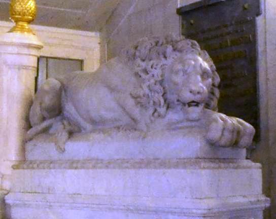 Leon 2 entrada palacio Santoña