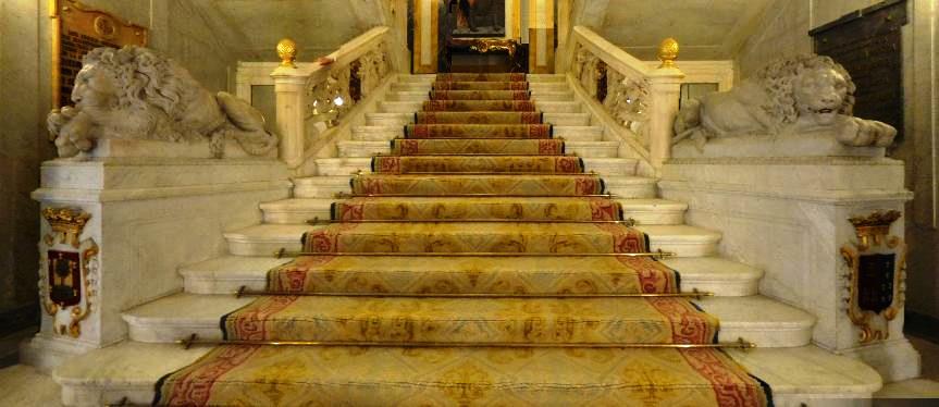 Leones entrada palacio Santoña