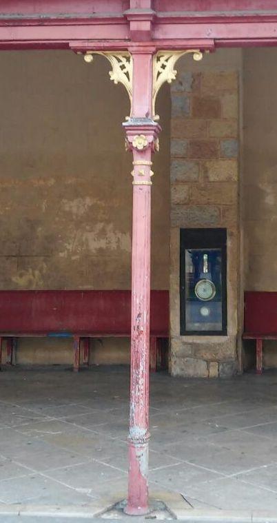 Columna metálica del pórtico